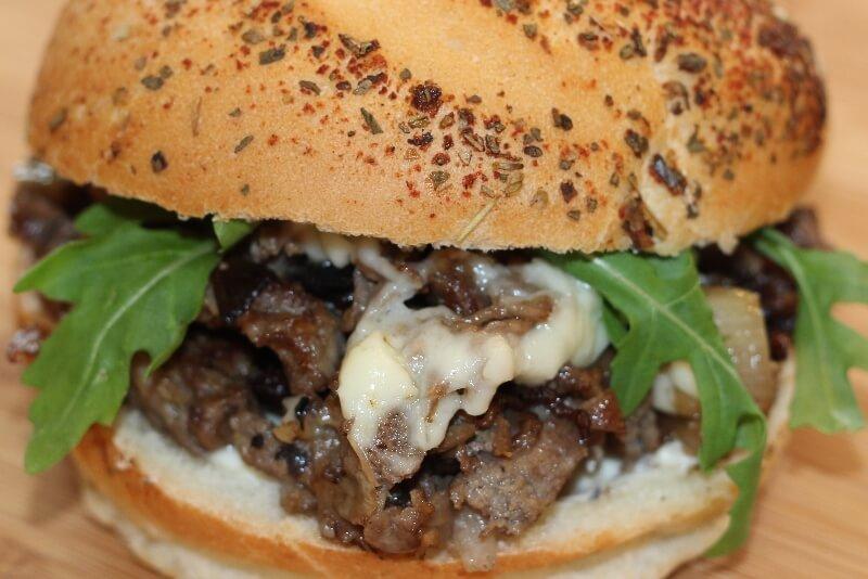 Kaiser au bœuf et fromage