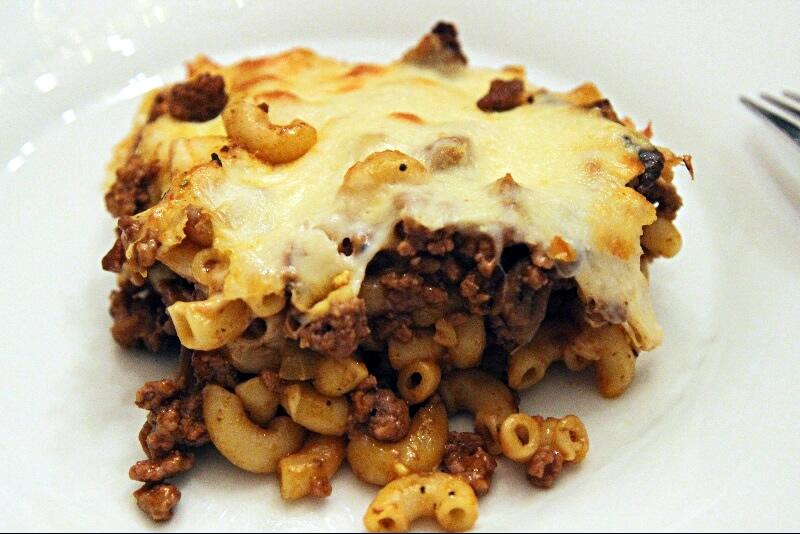 Macaroni à la viande et au fromage