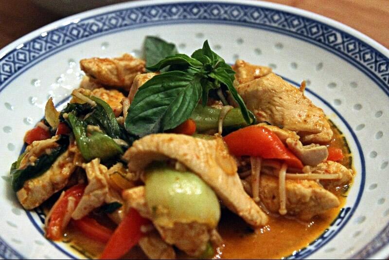 Poulet au basilic thaï