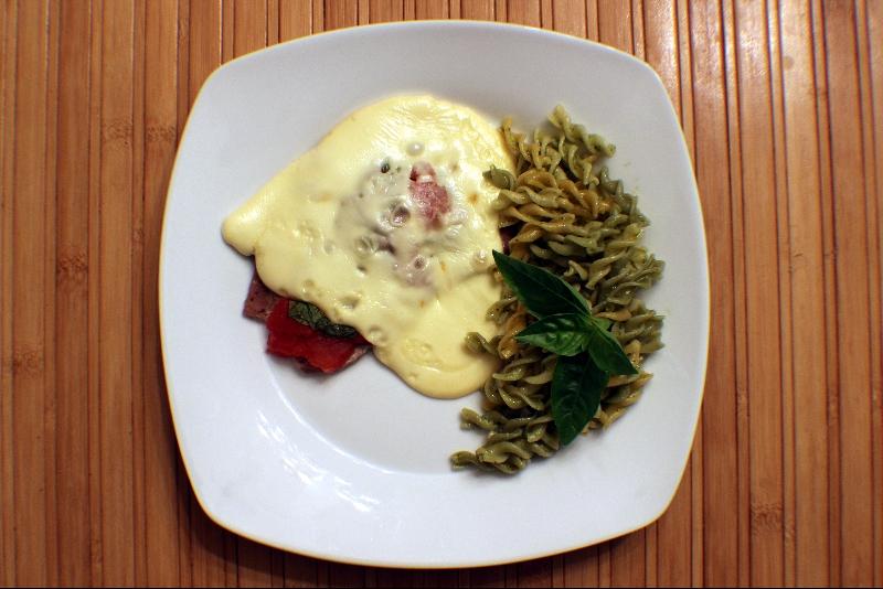 Escalope de veau, tomate, épinard et St-Paulin