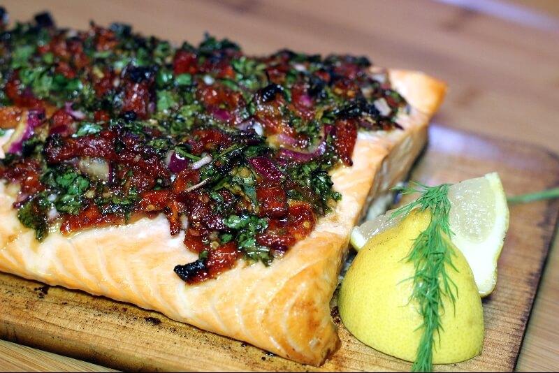 saumon sur planche de cedre