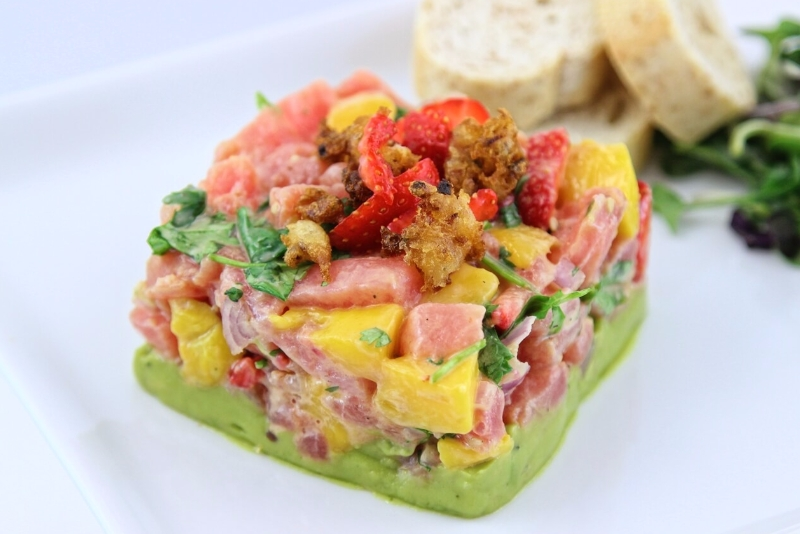 tartare de thon a la mangue et aux fraises
