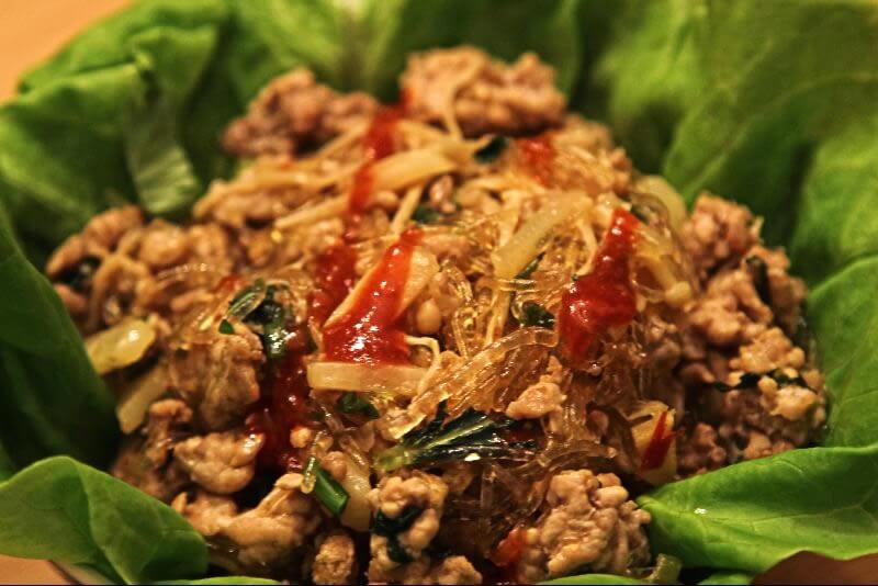 Wrap de laitue au porc et coriandre